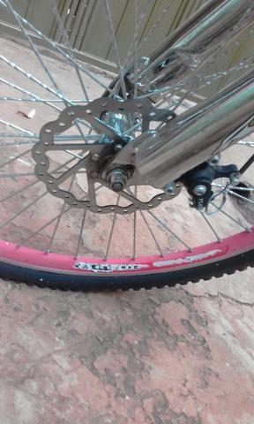Bicicleta com freio adisco