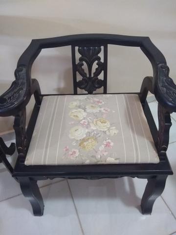 Cadeiras e Mesinha Vintage / Antigas - Foto 3