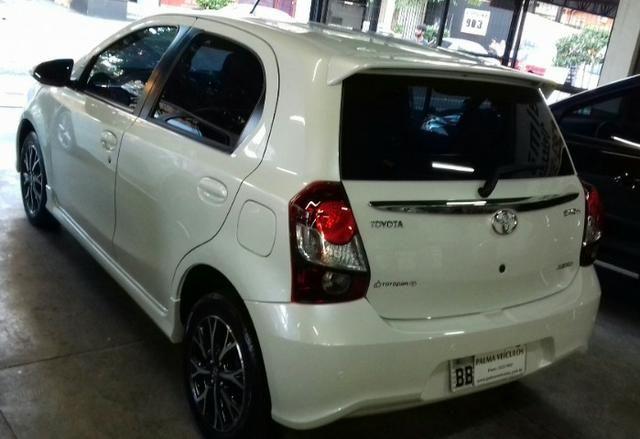 Toyota Etios platinum 1.5 automatico branco 2017/2018 - Foto 12