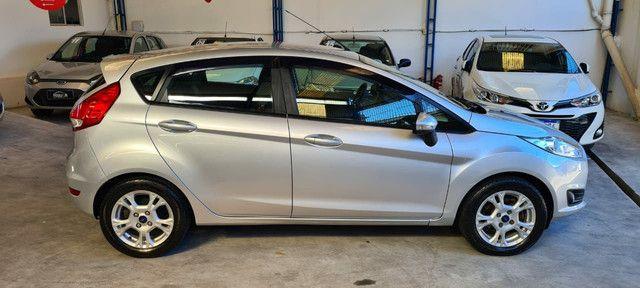 Ford New Fiesta SEL 1.6 Automático vendo troco e financio R$  - Foto 3