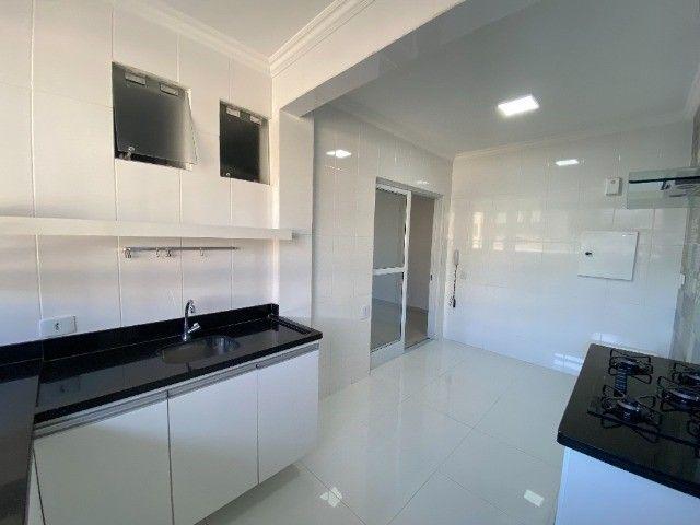 Alugo apartamento no bairro Consil em Cuiabá com 3 dormitórios sendo 1 suíte - Foto 2