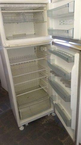 2 Geladeiras Brastemp 420 litros e 1 Eletrolux 460 litros - Foto 2