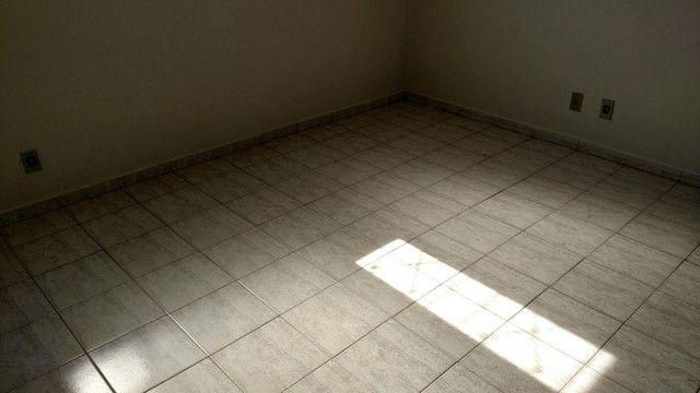 Apartamento com 3 dormitórios para alugar, 0 m² por R$ 600,00/mês - Olinda - Uberaba/MG - Foto 2