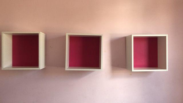 3 Nichos para decoração com fundo rosa