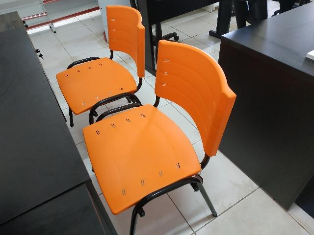 Cadeiras fixas coloridas - Foto 5