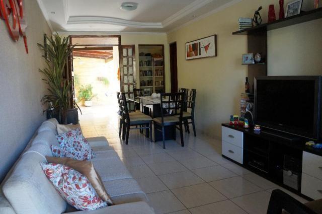 Casa residencial à venda em condomínio com 03 suítes, sapiranga, fortaleza.