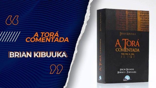 A Torá Comentada Brian Kibuuka Edição Bilíngue Hebraico
