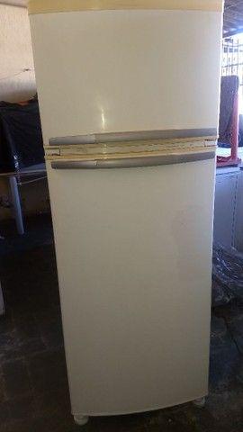 2 Geladeiras Brastemp 420 litros e 1 Eletrolux 460 litros