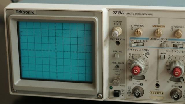 Osciloscópio Tektronix 2215A 60MHz