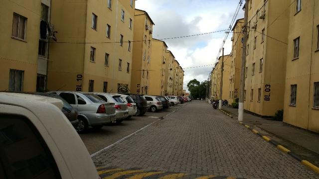 Apartamento semi-mobiliado, 2 dormitórios na Duque de Caxias próximo ao Farroupilha