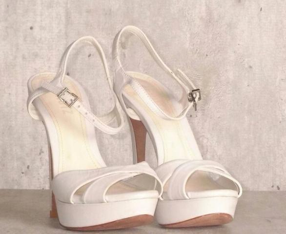 bd82c358f Sandalia Schutz Branca, num. 35 - Roupas e calçados - Centro ...