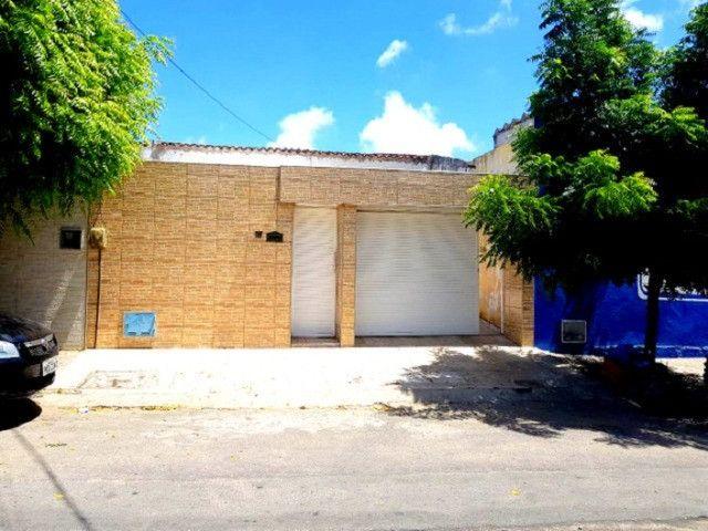 Casa plana com 3 quartos, 2 vagas de garagem, próximo avenida José Leon - Foto 5