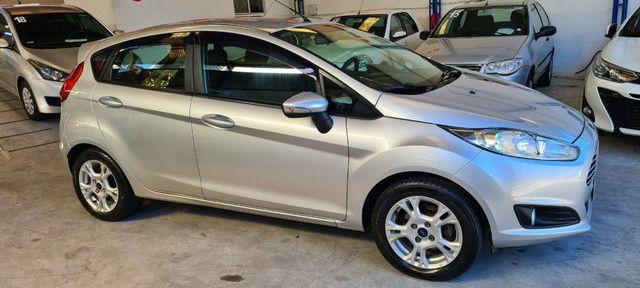 Ford New Fiesta SEL 1.6 Automático vendo troco e financio R$  - Foto 8