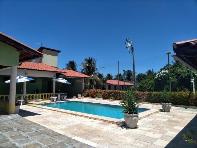 Espetacular casa com piscina e campo de futebol próximo as praias - Foto 7