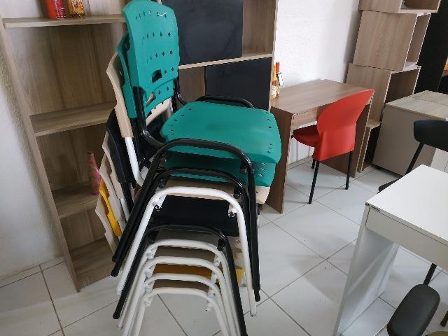 Cadeiras fixas coloridas - Foto 3