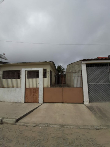 Vendo casa em Jupi, com terreno na parte de atrás.
