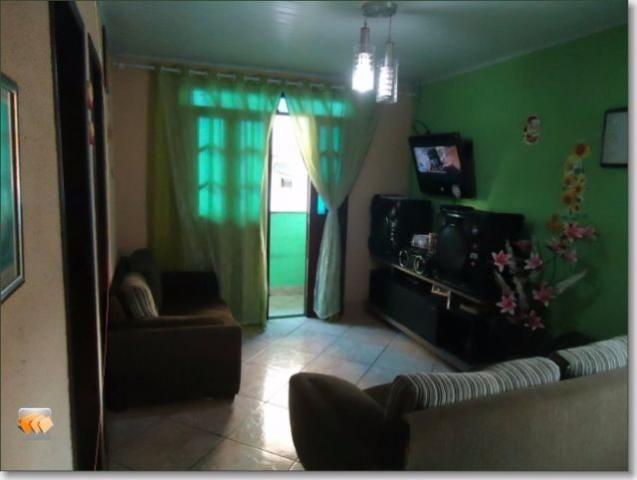 Casa 2/4 sendo 1 suíte, banheiro social, ampla sala com detalhes em textura