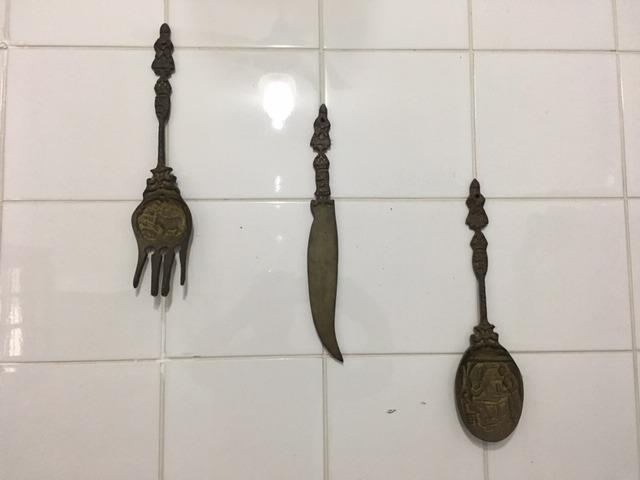 Jogo de talheres decorativos vintage em metal maciço