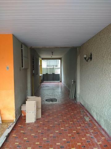 Excelente casa no centro de Realengo na rua professor Carlos Venceslau - Foto 4