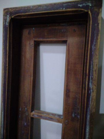 Janela antiga de madeira