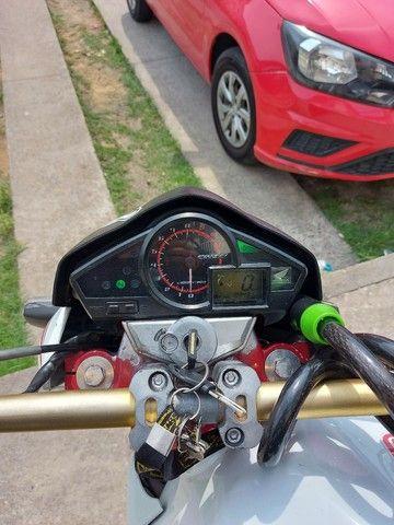 Vendo ou troco essa moto aceito moto, menor com volta. - Foto 5