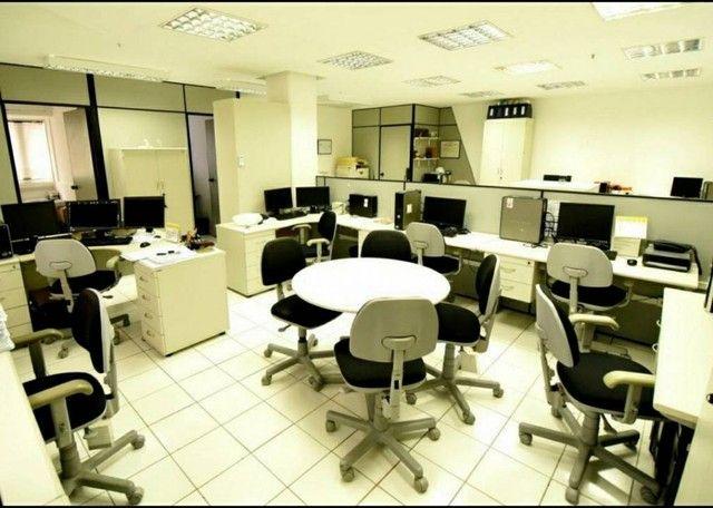 Edf. ÔMEGA. Sala com 110,40m². Mobiliada. 3 garagens. 3 banheiros! Av. Tancredo Neves. Opo - Foto 3