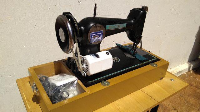Máquina de costura antiga elétrica 220v+maleta portátil - Foto 4