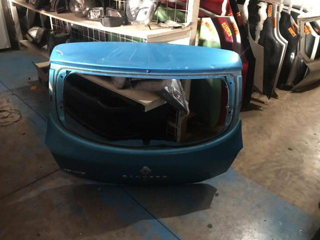 Tampa traseira Renault Sandero