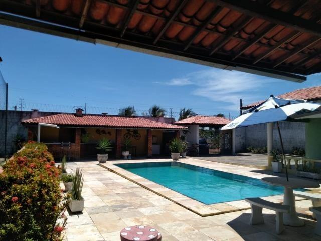 Espetacular casa com piscina e campo de futebol próximo as praias - Foto 12