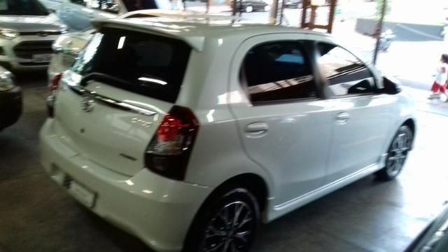 Toyota Etios platinum 1.5 automatico branco 2017/2018 - Foto 5