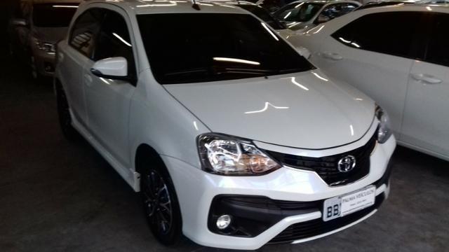 Toyota Etios platinum 1.5 automatico branco 2017/2018 - Foto 2