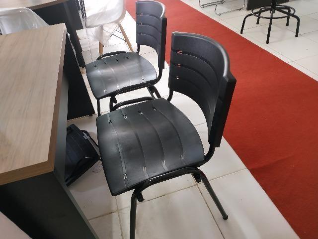 Cadeiras fixas coloridas - Foto 6