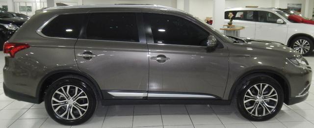 Mitsubishi Outlander 2.2 Diesel Top de linha 7 Lugares Couro Bege Xenon Teto