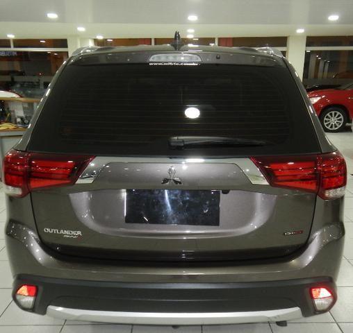Mitsubishi Outlander 2.2 Diesel Top de linha 7 Lugares Couro Bege Xenon Teto - Foto 7