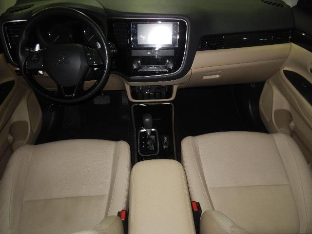 Mitsubishi Outlander 2.2 Diesel Top de linha 7 Lugares Couro Bege Xenon Teto - Foto 10
