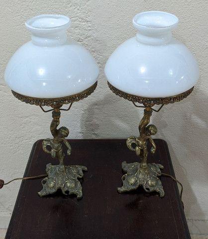 Lindo par de abajur antiga em bronze e cobre
