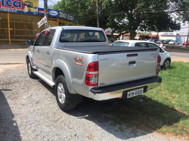 Vendo troco ou financio hilux Manual diesel 4x2 - Foto 6