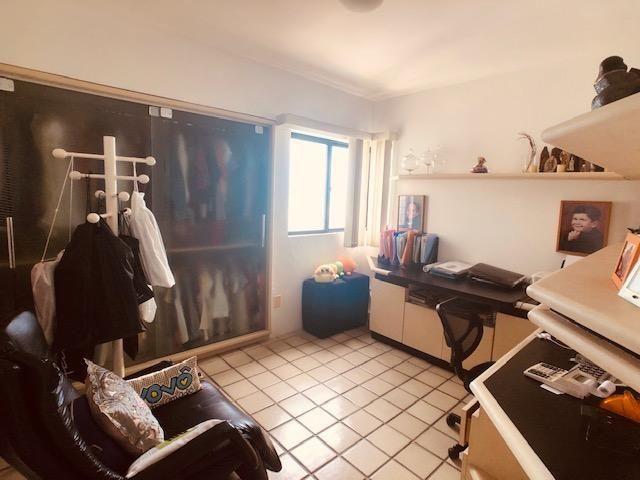 Apartamento Beira-mar 4 quartos, 2 suítes e 3 vagas, super conservado - Foto 9