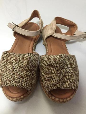 Lote com 2 sapatos - Foto 2
