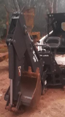 Braco escavador para mini carregadeira