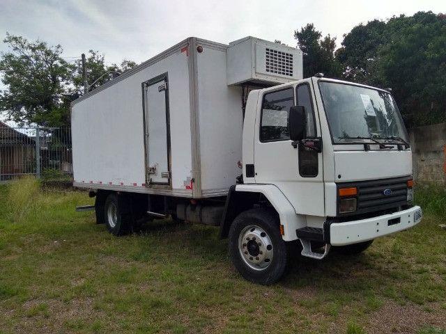 Cargo 1215 reduzido, 6 cilindros, motor cummins, DH - 1999 c/ baú frigorífico - Foto 2