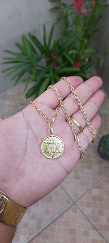 Vendo corrente em moeda antiga com pingente de brinde  - Foto 3