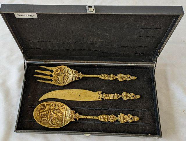 Lindos jogo de colher garfo e faca de bronze antigos