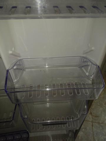 Vendo uma geladeira eletrolux - Foto 3