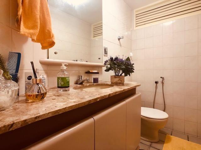 Apartamento Beira-mar 4 quartos, 2 suítes e 3 vagas, super conservado - Foto 13