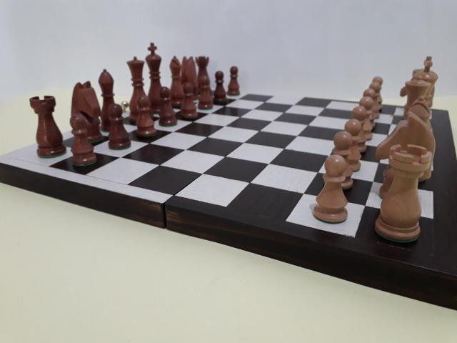 Tabuleiro de xadrez em madeira