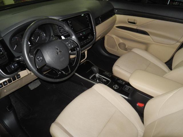 Mitsubishi Outlander 2.2 Diesel Top de linha 7 Lugares Couro Bege Xenon Teto - Foto 11