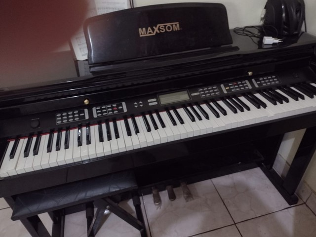 Piano eletrônico MaxSom - vendo ou troco por teclado