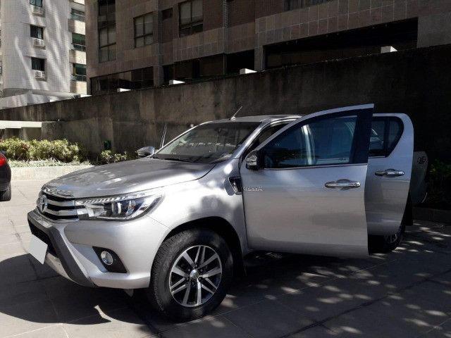 Toyota Hilux 2.8 SRX 2017 - Entrada + parcelas de R$2.499,00 - Foto 2