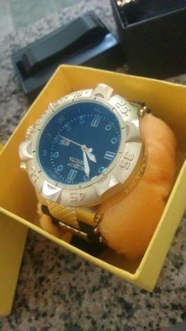 Relógios invicta e da okcley